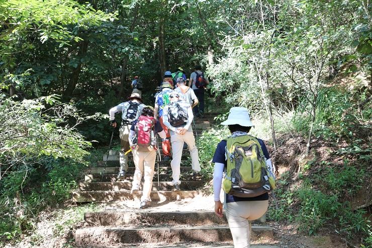 3) 등산중.JPG