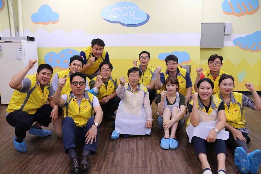 벽화활동 후 단체사진.JPG